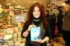 """Ester Manzini e il suo primo libro """"L'abbraccio delle Ombre"""""""
