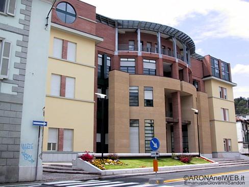 10.05.2002 - la nuova facciata dell'ospedale di Arona