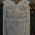 Chiesa dei Santi Martiri - rilievi marmorei dei martiri a destra dell'altare