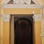 Chiesa dei Santi Martiri - sacrestia, timpano con Cristo Benedicente