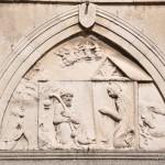 Chiesa di Santa Maria - bassorilievo raffigurante la natività sopra il portale d'ingresso