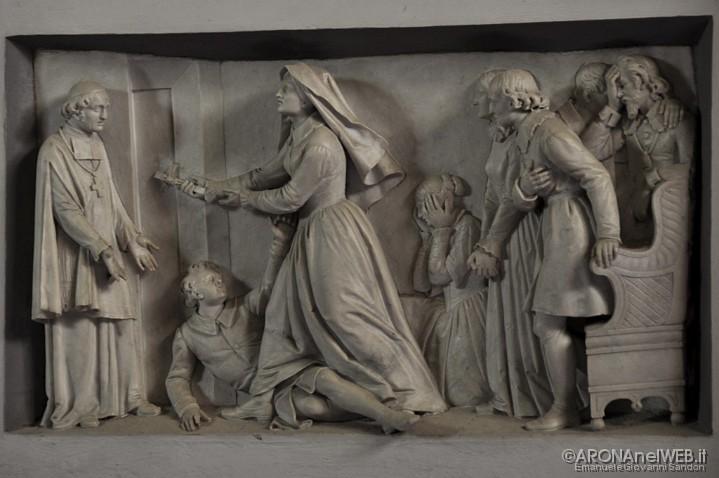 Monastero della Visitazione - bassorilievo a destra