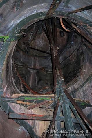 interno della statua, particolare della testa