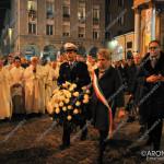 EGS2015_38386 | Il sindaco di Borgomanero Anna Tinivella depone i fiori all'Immacolata