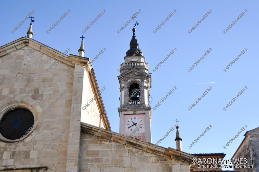 EGS2016_33120 | 16.10.2016 - Vista del campanile dal sagrato della chiesa unico lato senza antenne