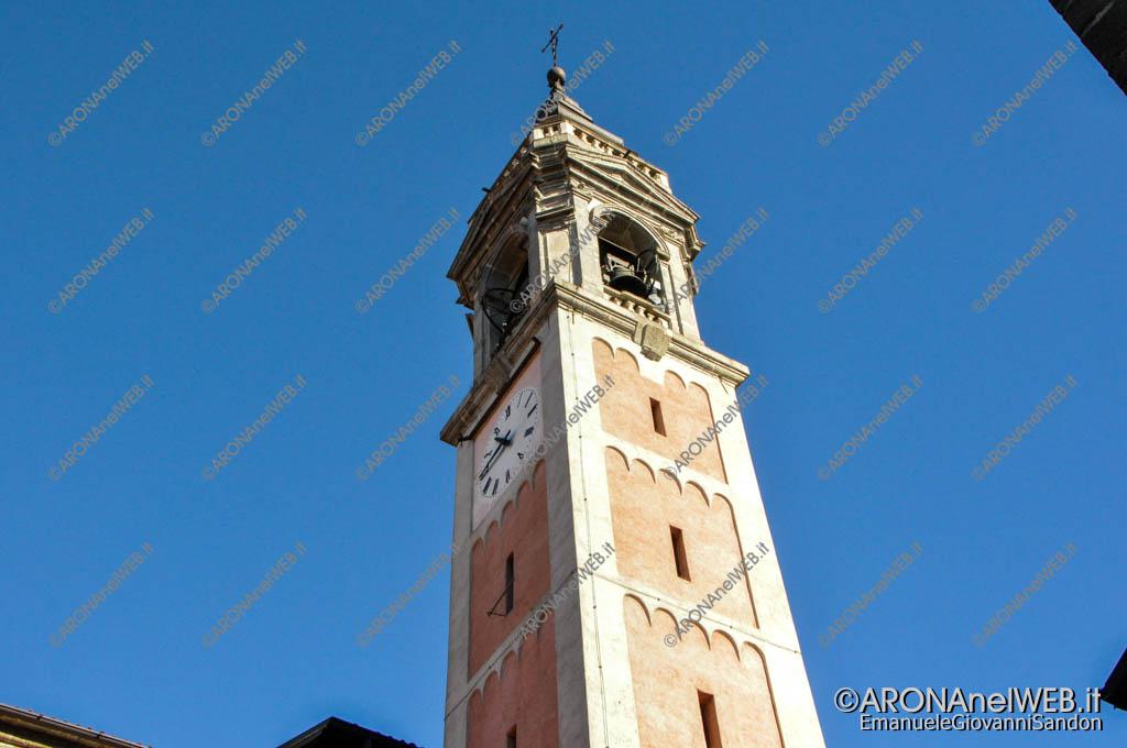 EGS2016_33127 | 16.10.2016 - Si può notare un'antenna anche alla base della torre campanaria sul lato dell'orologio