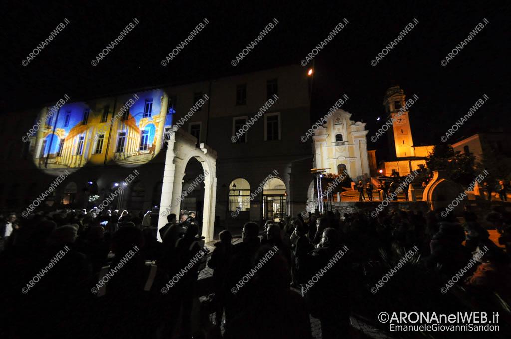EGS2017_11102   L'Arco di Palmira in Piazza San Graziano ad Arona con lo spettacolo di luci di Sebastiano Romano