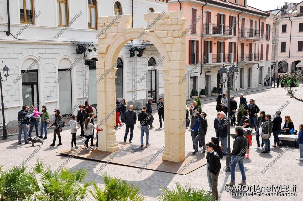 EGS2017_11254   L'Arco di Palmira ad Arona in Piazza San Graziano