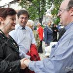 EGS2017_13634 | Don Antonio Oldani riceve il saluto del sindaco Cristina Baraggioni con l'assessore Alessandro Carini