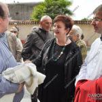 EGS2017_13643 | Don Antonio Oldani riceve il saluto del sindaco Cristina Baraggioni con l'assessore Alessandro Carini