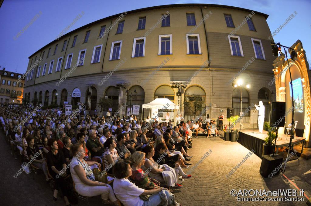 EGS2017_20991   Vittorio Sgarbi in Piazza San Graziano ad Arona