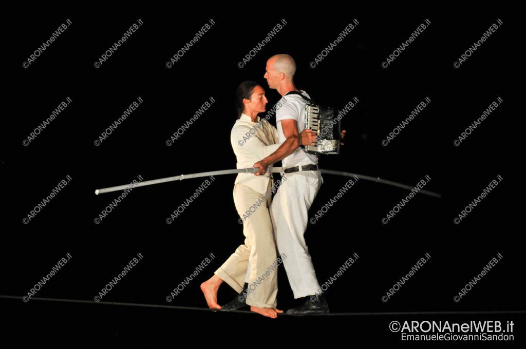 """EGS2017_27559   Mathieu Hibon e Chloè Moura in """"Equilibrio della Bellezza"""" - Teatro sull'Acqua 2017"""