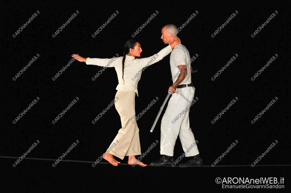 """EGS2017_27912   Mathieu Hibon e Chloè Moura in """"Equilibrio della Bellezza"""" - Teatro sull'Acqua 2017"""