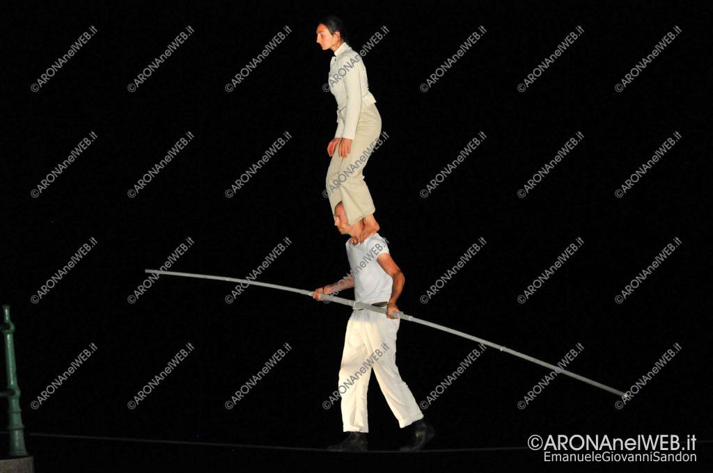 """EGS2017_28298   Mathieu Hibon e Chloè Moura in """"Equilibrio della Bellezza"""" - Teatro sull'Acqua 2017"""
