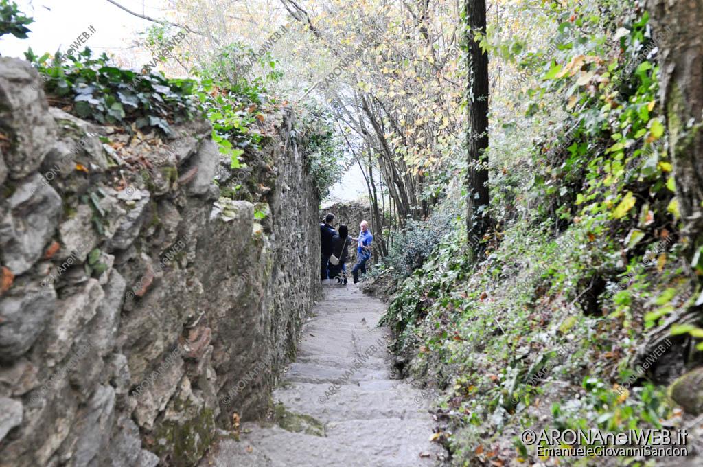 """EGS2017_33104   """"La strada segreta"""" della Rocca di Arona"""