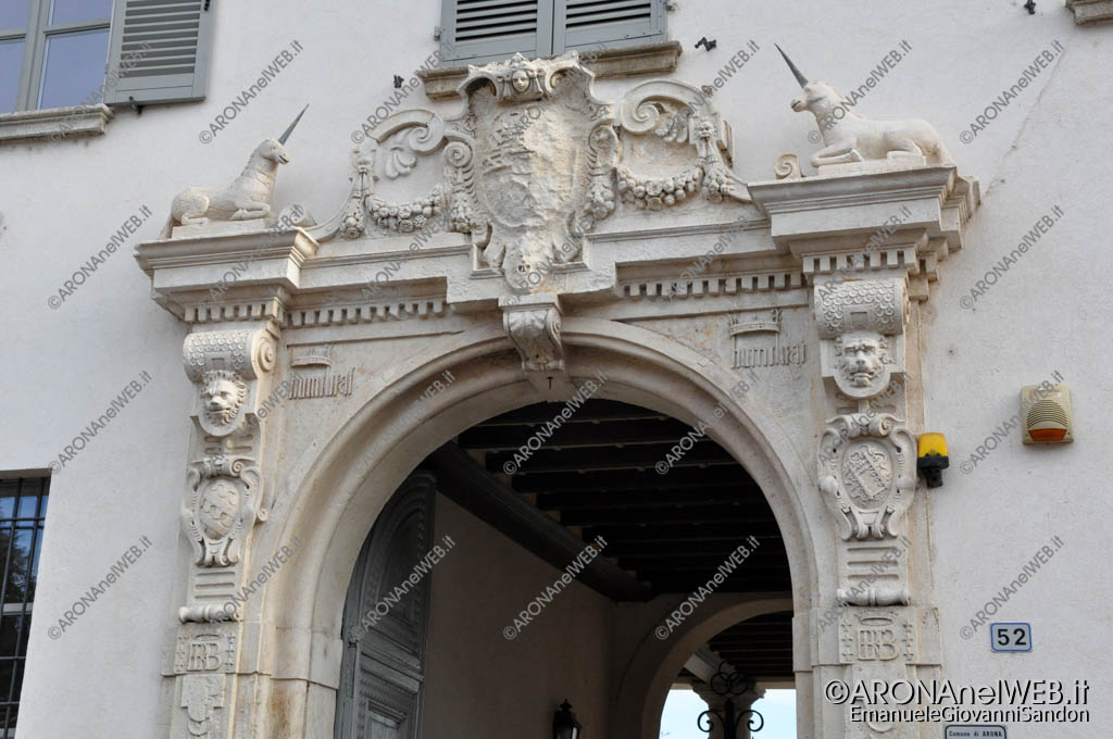 EGS2017_35203 | Il portale di Palazzo Borromeo con i simboli dei Borromeo