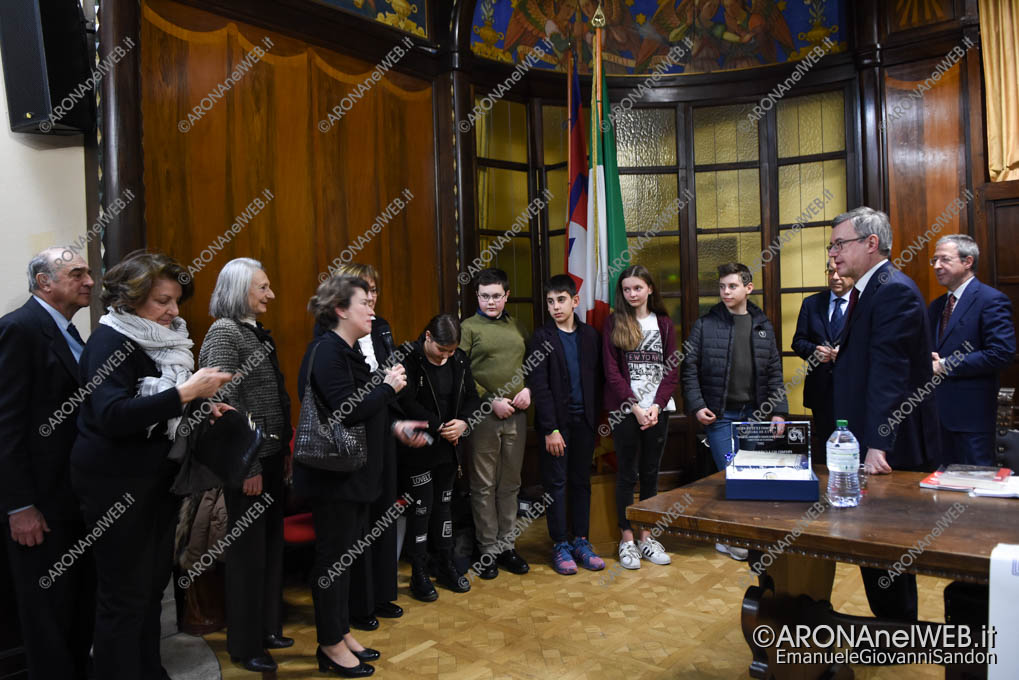 EGS2018_05306 | Alessandro Barbero con gli alunni della scuola media dell'Istituto Marcelline di Arona