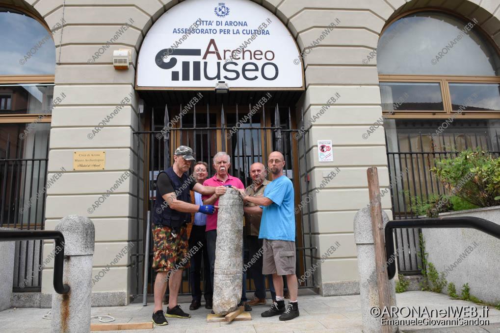 EGS2018_08389 | Il gruppo Gasma Arona con l'Ara Romana trovata a Gattico