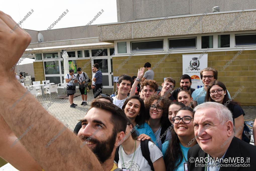 EGS2018_15032   Un selfie con il vescovo di Novara