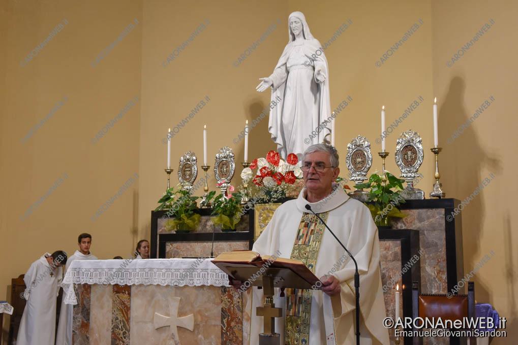 EGS2018_16064   Il parroco don Claudio Leonardi alla Chiesa del Sacro Cuore di Arona