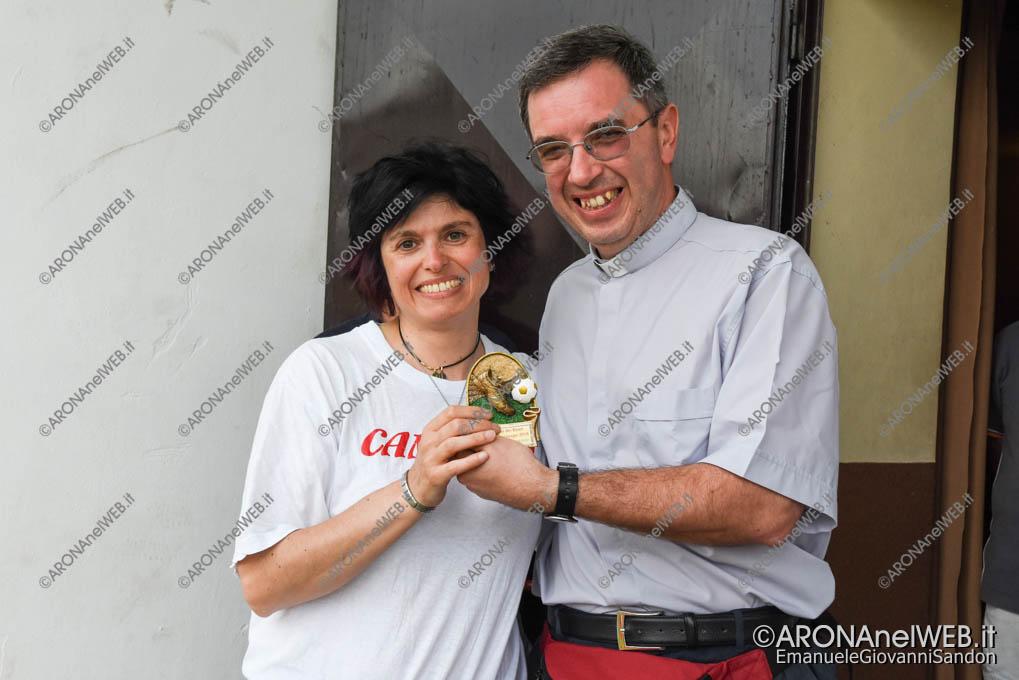 """EGS2018_18954   Trofeo """"miglior giocatore"""" consegnato alla mamma in ricordo di Federico"""