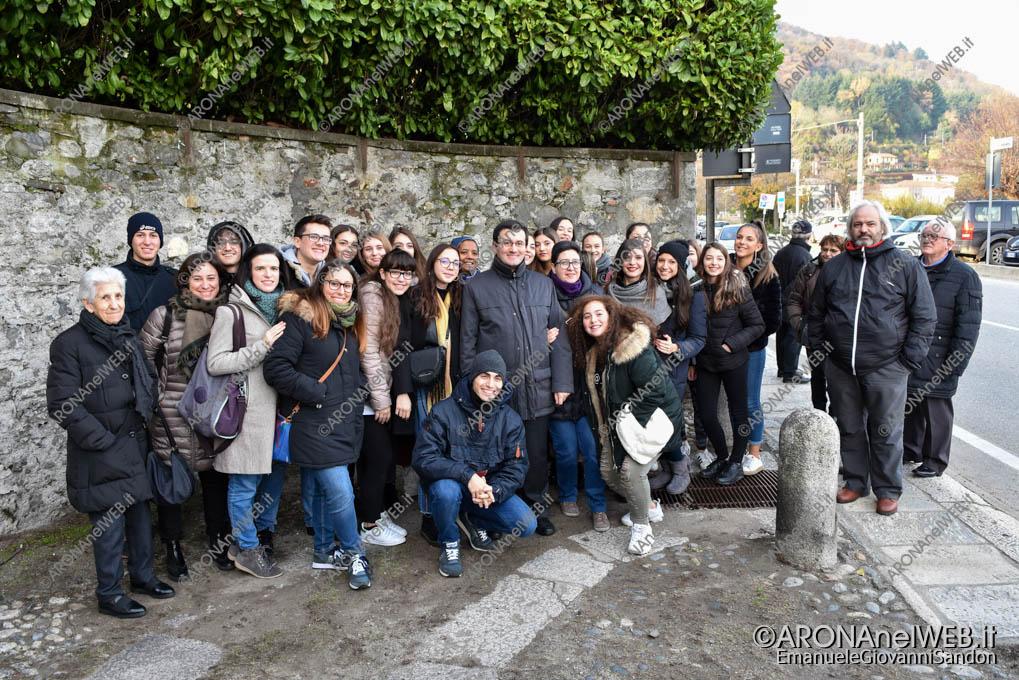 EGS2018_42019   don Mauro Baldi con i giovani di Trecate