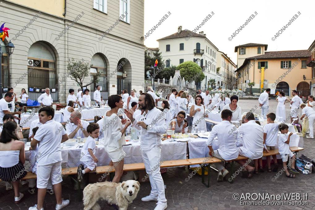 EGS2019_20835 | Cena in bianco in piazza San Graziano