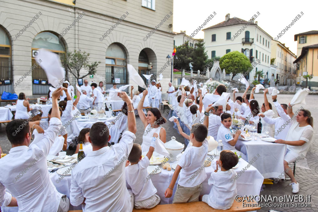 EGS2019_20853 | Cena in bianco in piazza San Graziano