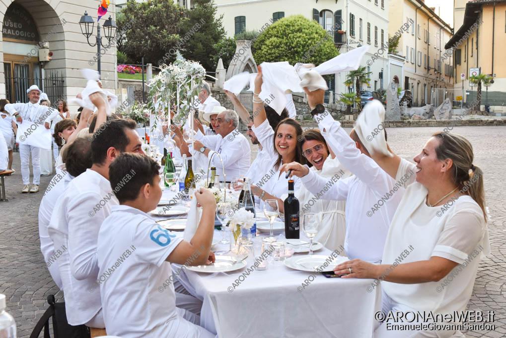 EGS2019_20855 | Cena in bianco in piazza San Graziano