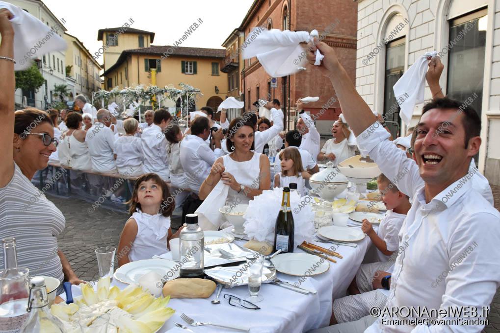 EGS2019_20859 | Cena in bianco in piazza San Graziano