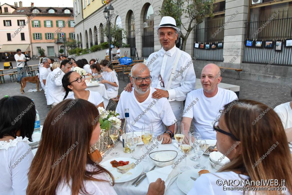 EGS2019_20905 | Cena in bianco in piazza San Graziano