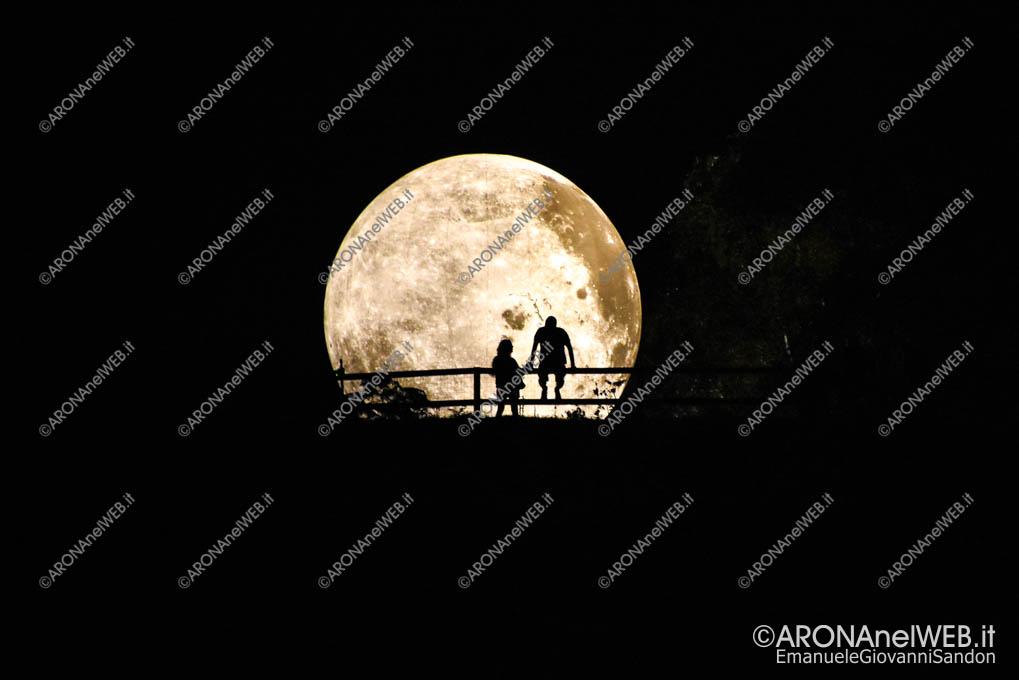 EGS2019_26495 | | La luna vista da Piazza del Popolo