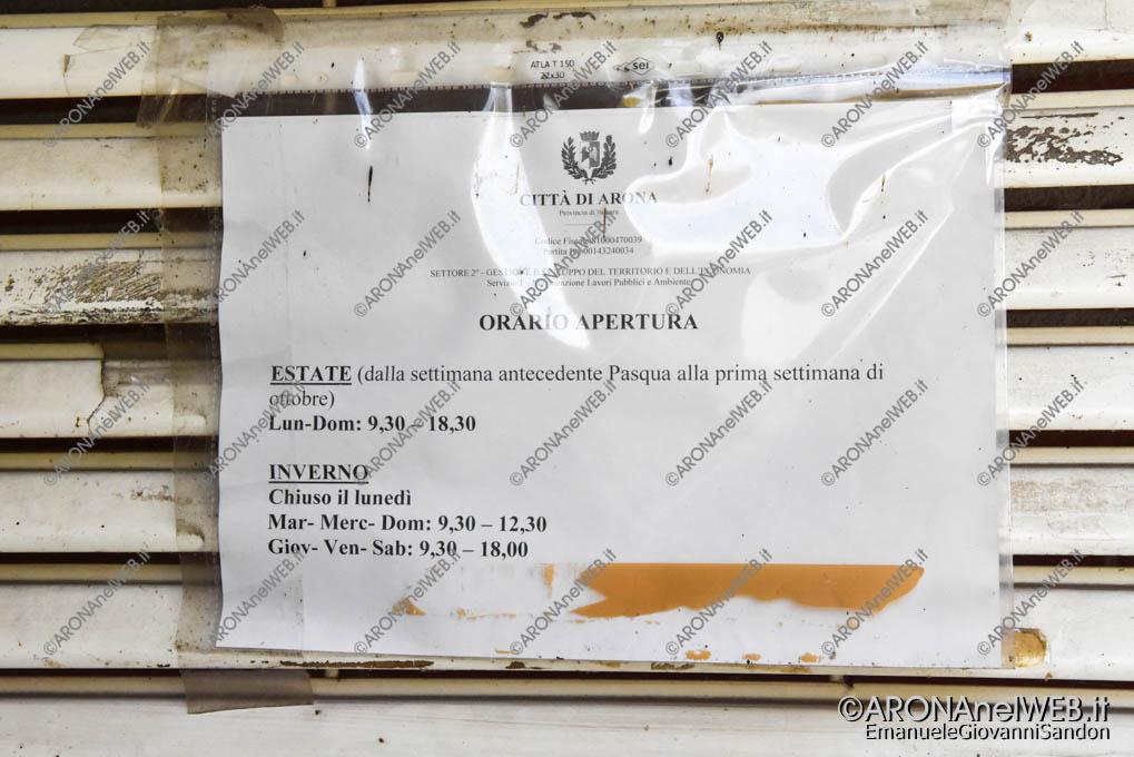 EGS2019_29044 | Gli orari della toilette autopulente all'ufficio turistico
