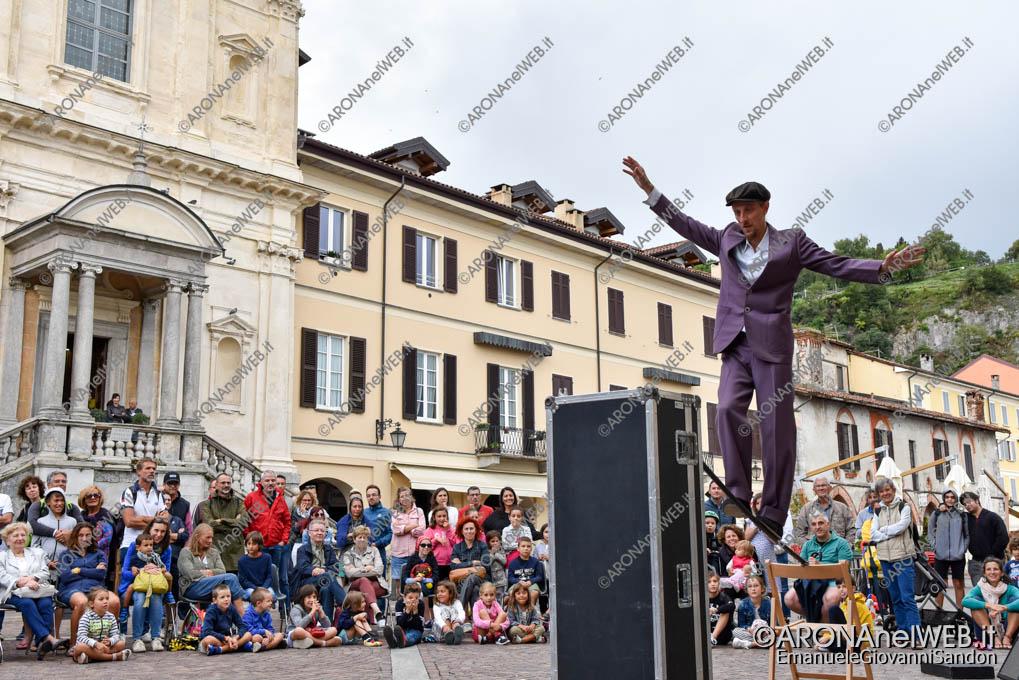 """EGS2019_33030   Teatro di strada """"Equilibrium Tremens"""" al Festival Teatro sull'Acqua"""