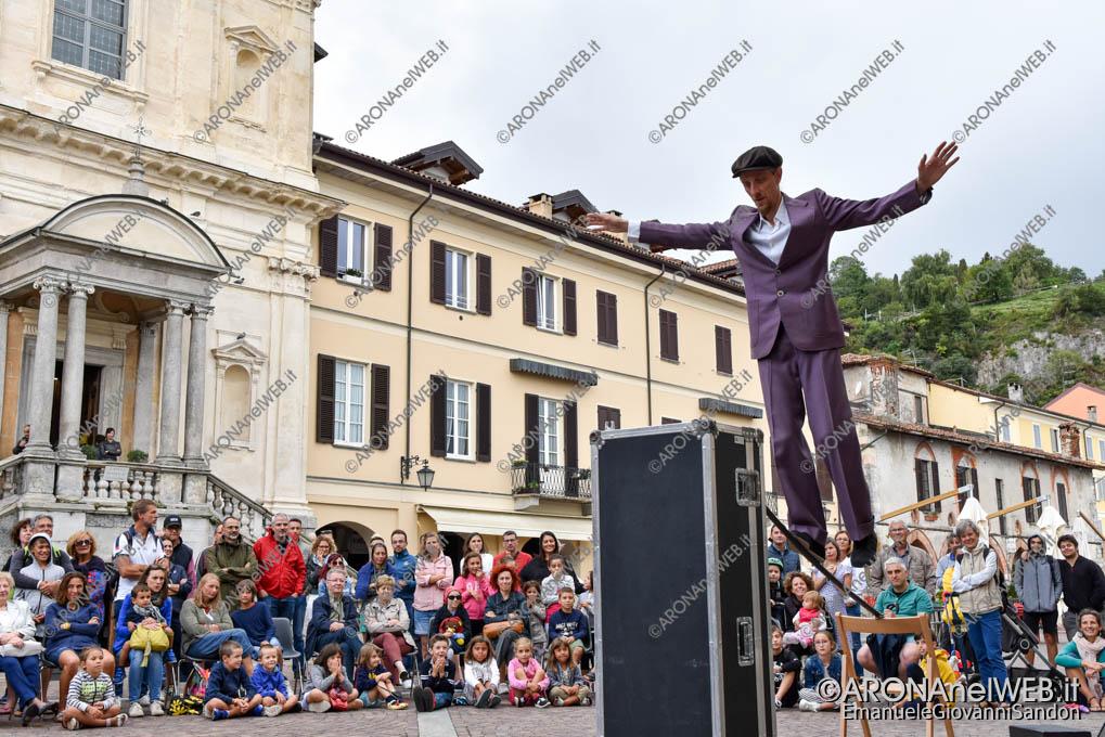 """EGS2019_33032   Teatro di strada """"Equilibrium Tremens"""" al Festival Teatro sull'Acqua"""