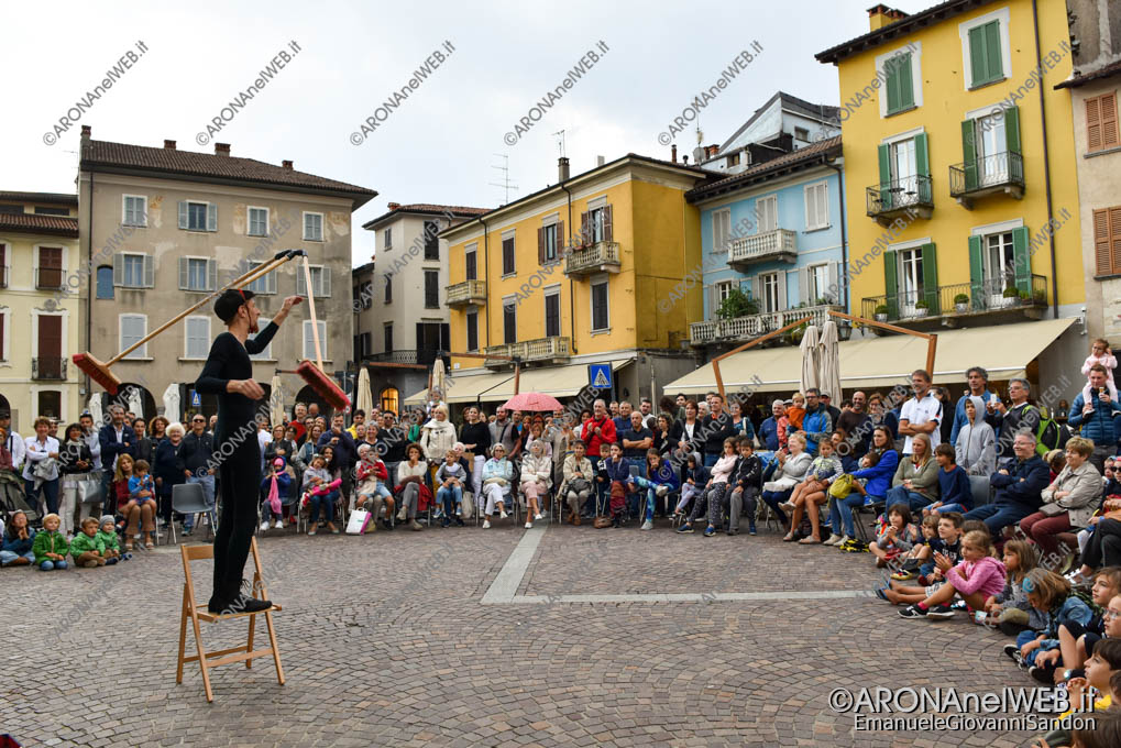 """EGS2019_33069   Teatro di strada """"Equilibrium Tremens"""" al Festival Teatro sull'Acqua"""
