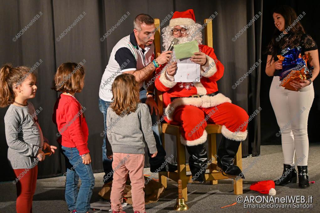 EGS2019_43289 | Babbo Natale legge una letterina