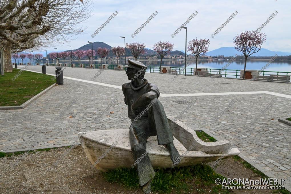 EGS2020_04352 | Lungolago di Arona, monumento al Barcaiolo