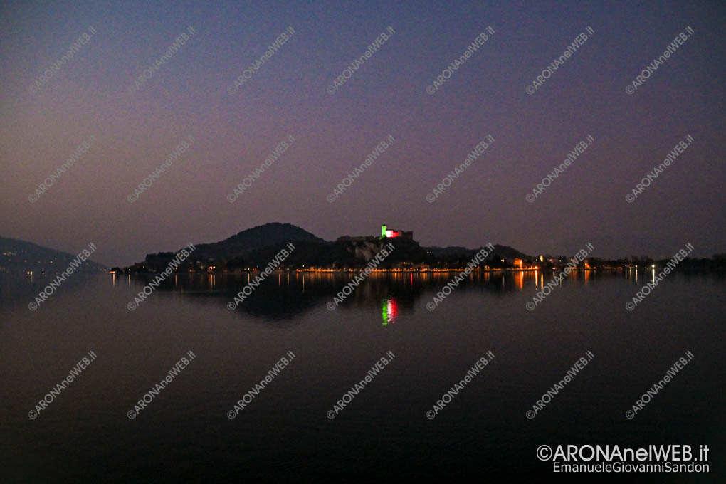 EGS2020_04571 | La Rocca di Angera si illumina con il tricolore