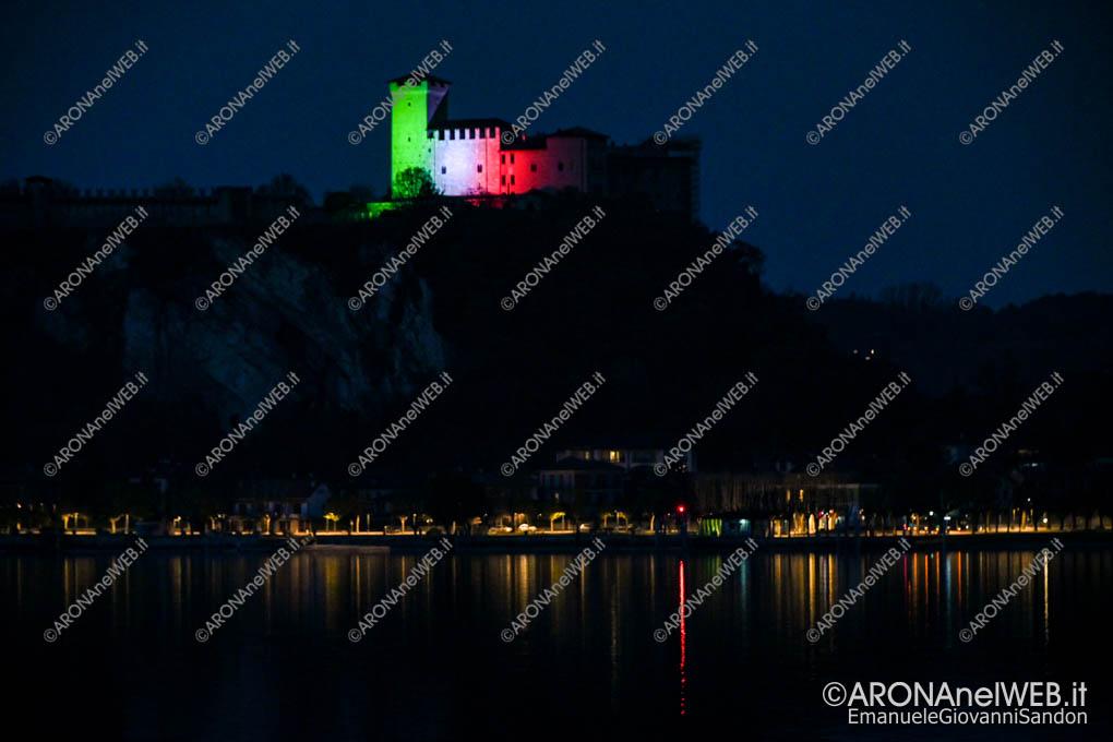 EGS2020_04578 | La Rocca di Angera con il tricolore