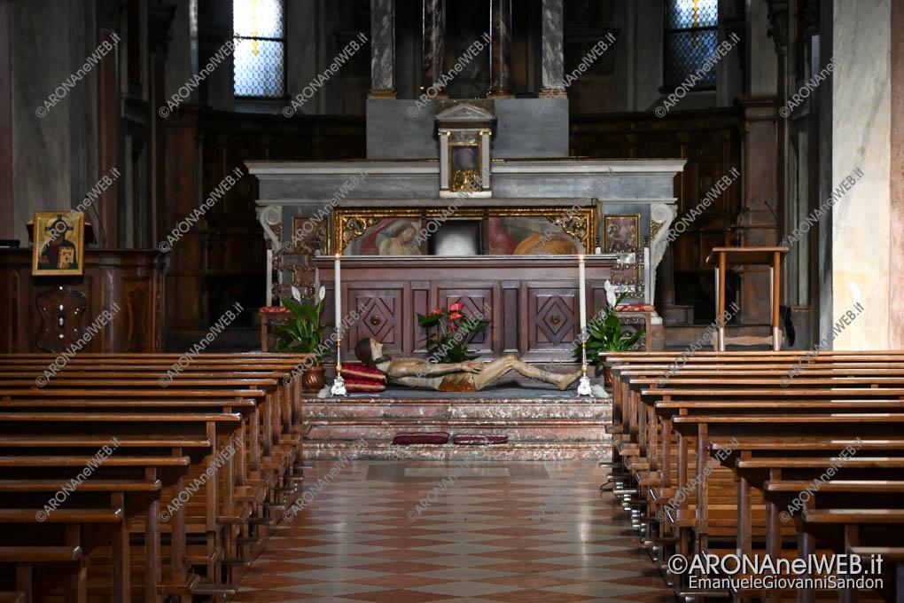 EGS2020_04754 | 10.04.2020 - Venerdì Santo, il sepolcro nella chiesa Collegiata di Arona