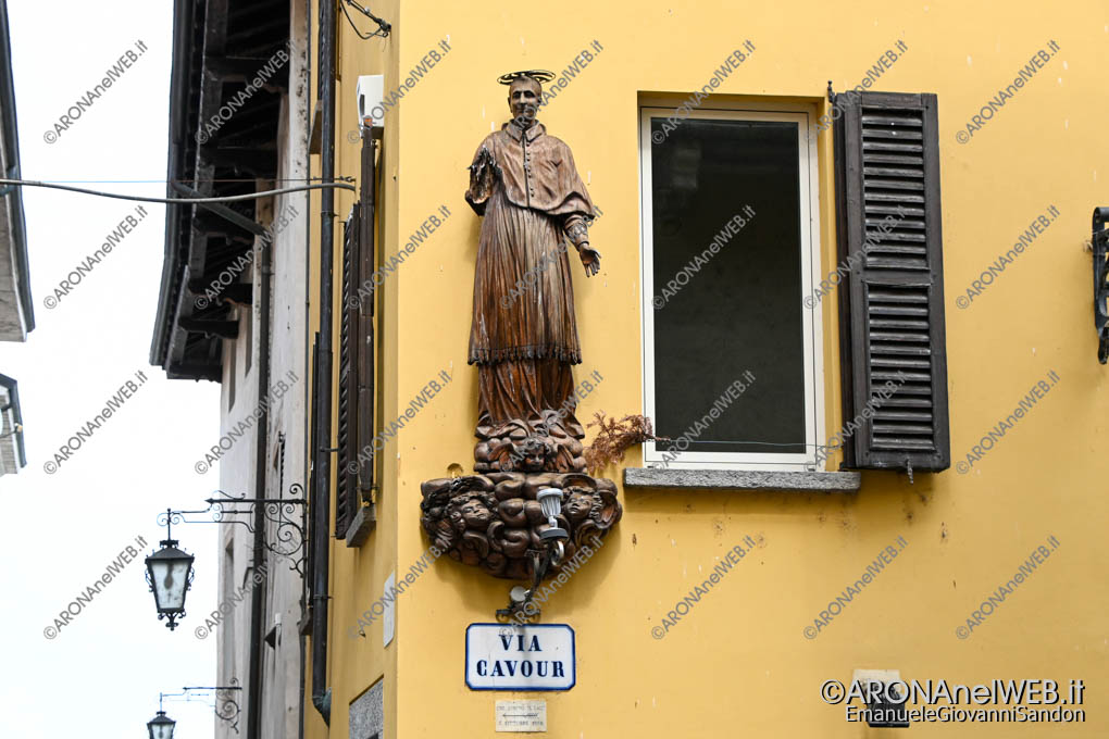EGS2020_06472 | Statua del San Carlino sul corso senza braccio