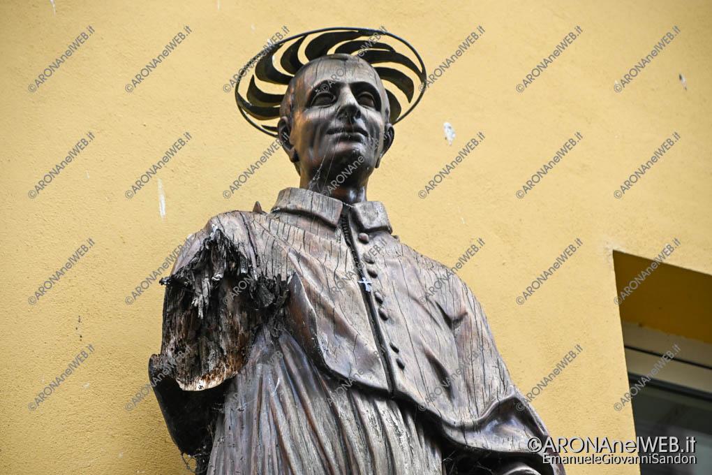 EGS2020_06481 | Statua del San Carlino sul corso senza braccio