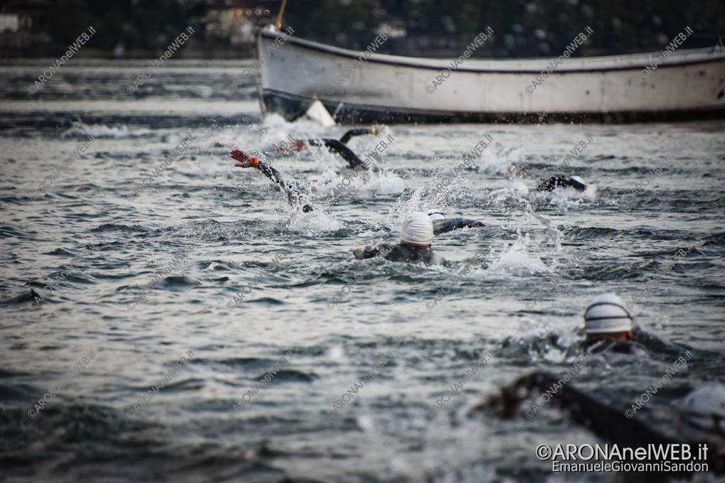 EGS2020_07974 | AronaMen Triathlon 2020, la prova di nuoto nel Lago Maggiore