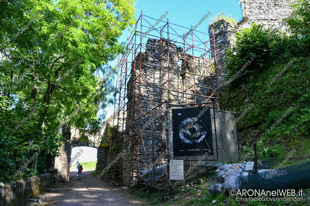EGS2020_05868   Le mura della Rocca Borromea di Arona