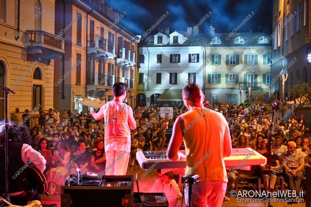 EGS2020_10281 | The Queen Tribute ad Arona in Piazza San Graziano