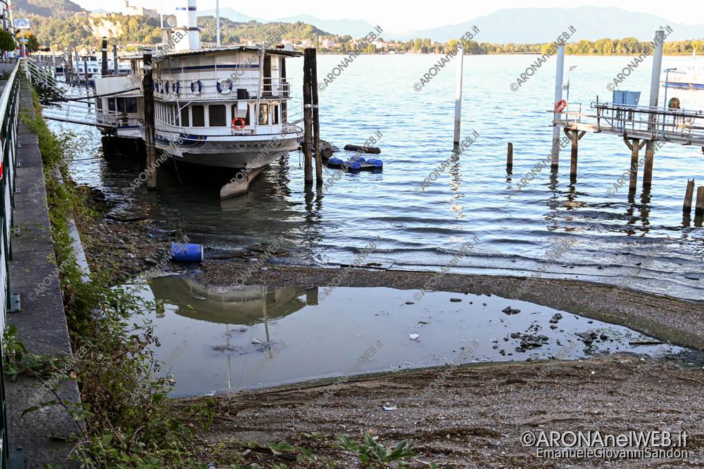 EGS2020_10863 | Scarico dello sfioratore del rio San Luigi in largo Caduti di Nassirya ad Arona sul Lago Maggiore