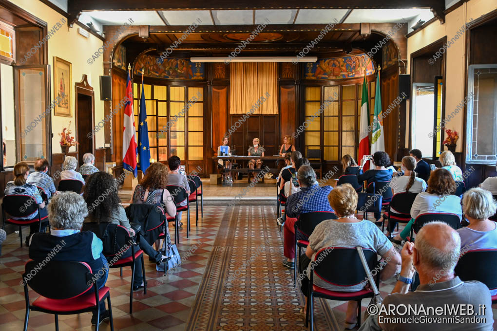 """EGS2020_11842   Presentazione del libro """"Covid-19. La Lunga Notte di Arona"""" edito dal Laboratorio Artistico e Culturale La Fenice di Arona"""