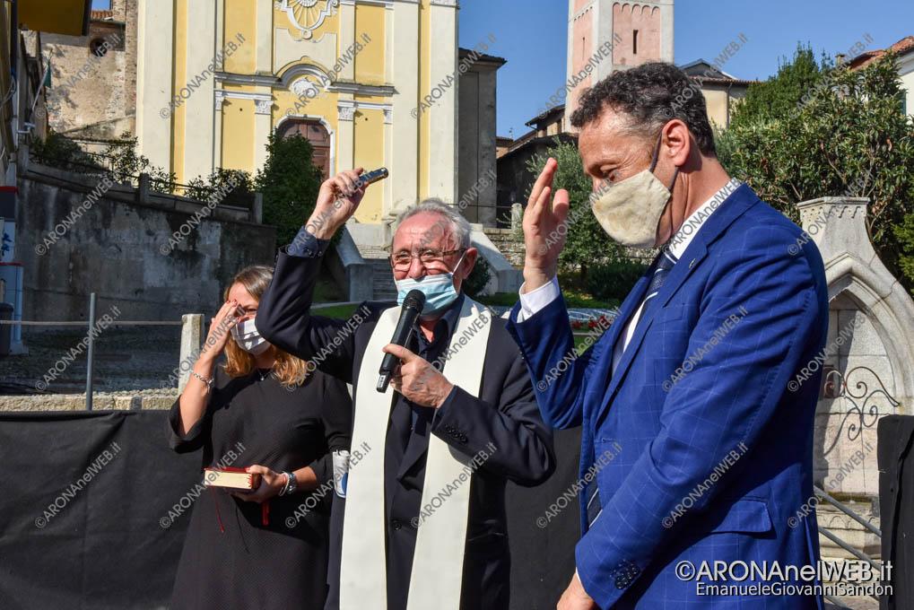 """EGS2020_13134   Don Francesco Gagliazzi benedice la rinnovata Biblioteca Civica di Arona """"Sen. Avv. Carlo Torelli"""""""