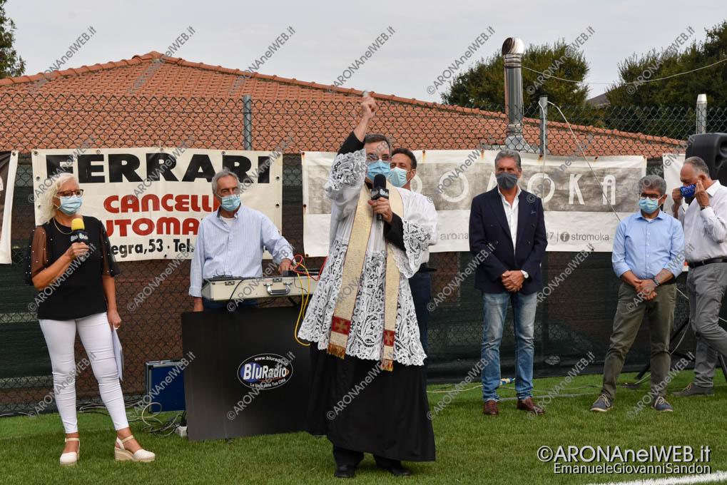 EGS2020_15006 | Don Paolo Bellussi benedice il nuovo campo da calcio sintetico